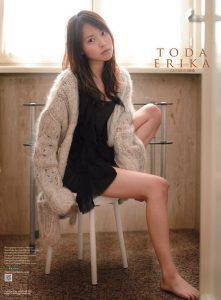 2010年戸田恵梨香カレンダー 表紙